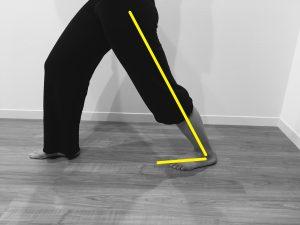 膝を伸ばしまま、指先の方に体重を乗せていく。